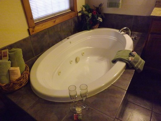 Crystal Cove Bed and Breakfast:                   The amazing jacuzzi tub