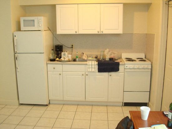 Sunrise Resort Motel South :                   kitchen