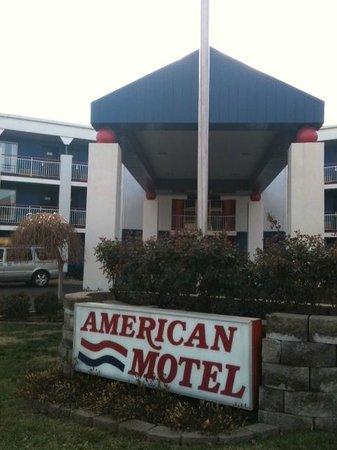 American Inn : Entrance