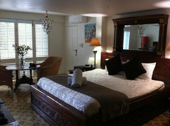 Rae's on Wategos:                                     Big room and big bed