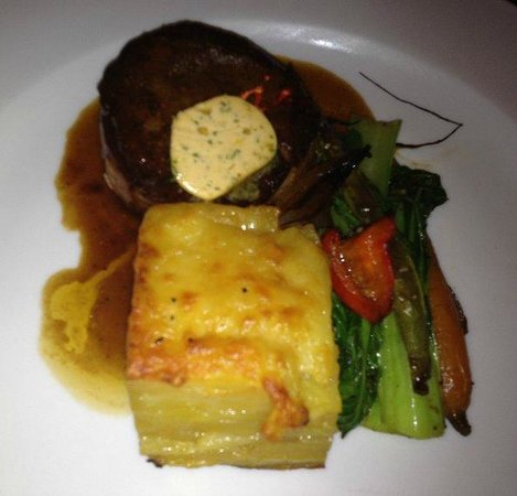 Two Souls Bistro: Beef tournedos