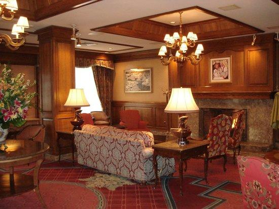 سان فالي لودج: First floor lobby