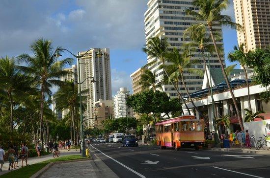 Hyatt Place Waikiki Beach: Kalakaua Avenue