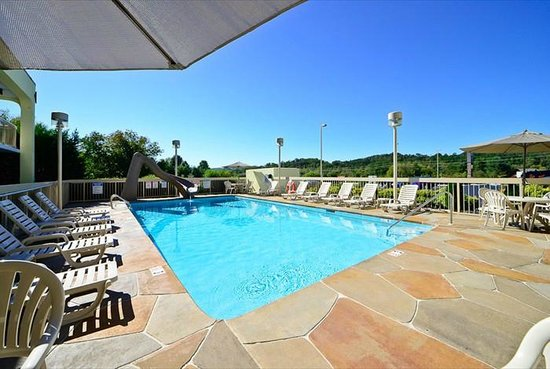 Best Western Cades Cove Inn: Pool with 9ft Water Slide