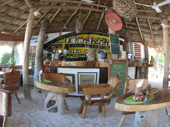 Barquito Mawimbi Beach Bar & Restaurant: Barquito beach Bar & Restaurant of Mawimbi