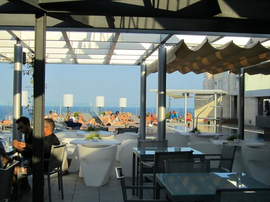Pullman Barcelona Skipper:                   Rooftop pool from bar