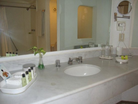 BEST WESTERN PLUS Suites Puerto Vallarta: Bathroom 3