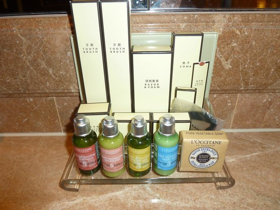 Island Shangri-La Hong Kong: French toilet amenities