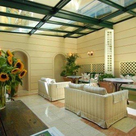 Philippos Hotel: Atrium