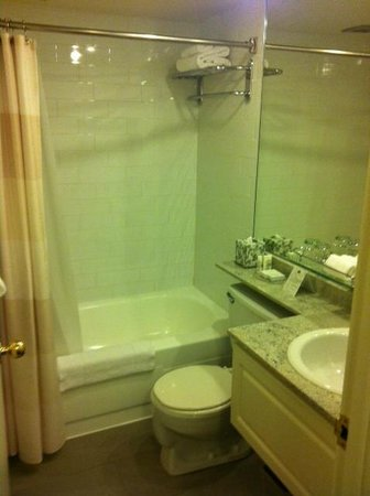 Residence Inn by Marriott - Montreal Westmount:                   Bathroom, nothing fancy but does the job