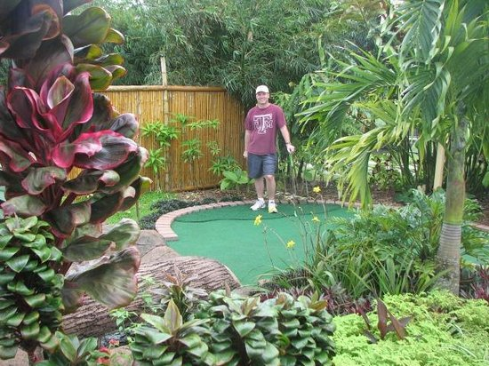 Miniature golf in a garden picture of kauai mini golf botanical gardens kilauea tripadvisor for Garden city mini golf