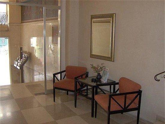 Adrian Hotel: Lobby view