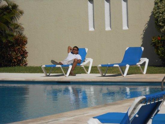 Hotel Bonampak:                   Tomando el sol