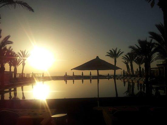 Sofitel Essaouira Mogador Golf & Spa:                                     Piscine au coucher du soleil