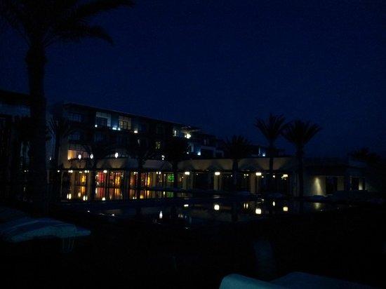 Sofitel Essaouira Mogador Golf & Spa:                                     Piscine et hotel de nuit