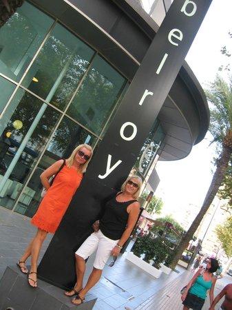 Belroy Hotel:                                     entrada hotel