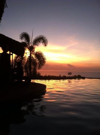Hotel Vista de Olas:                   unbelievable sunsets!