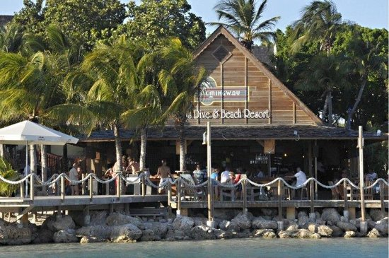 Lions Dive & Beach Resort Curacao: Beach Bar & Restaurant Hemingway