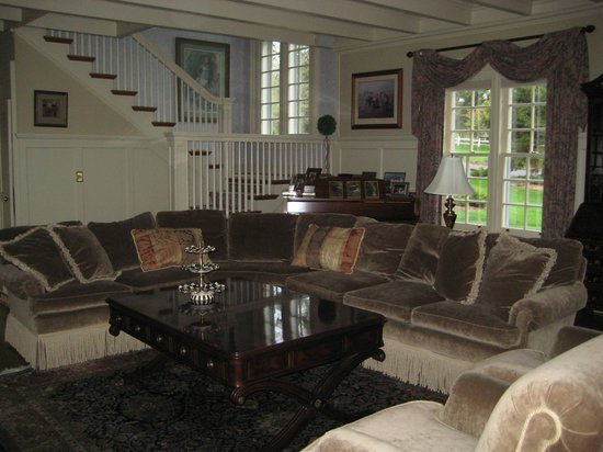 Lakeside Bed and Breakfast: Living room