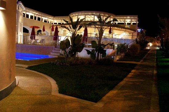 Ganimede Hotel: ESTERNO HOTEL  NOTTE