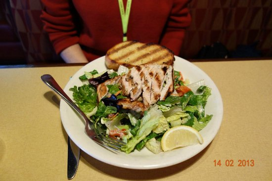 Boston Pizza: Salad with chicken