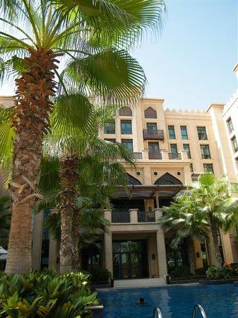 Vida Downtown Dubai:                   Qamardeen Hotel