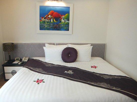 Hanoi Meracus Hotel 1:                   デラックスシングルだったので、二つのベットを一人利用