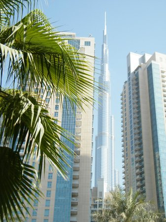 Vida Downtown Dubai:                   The Burj Khalifa was just a stroll away