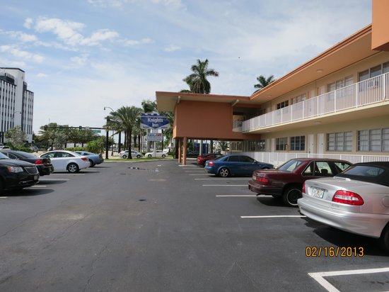 Knights Inn Hallandale:                   knights inn,,,a beautiful Wyndham hotel...yea right