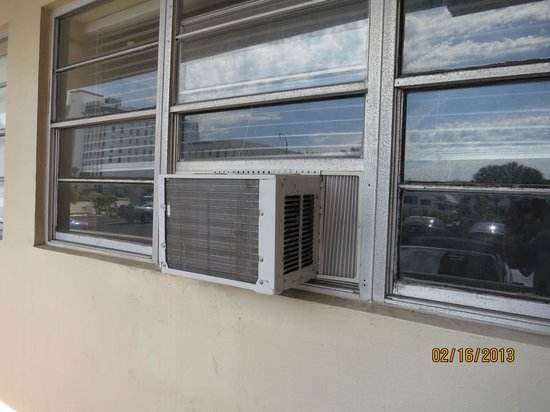 Knights Inn Hallandale:                   no curtains on windows...air conditioners??