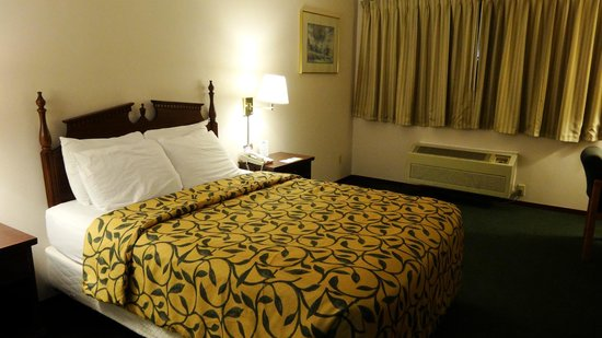 Days Inn Seattle/Sea-Tac International Airport:                   room