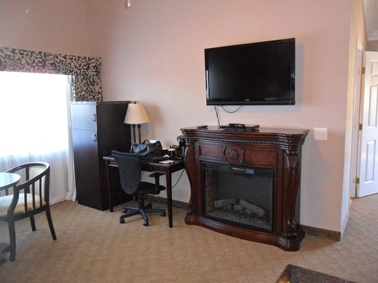 Kronborg Inn:                   Fireplace and TV