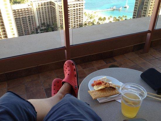 Grand Waikikian by Hilton Grand Vacations:                   オーナーラウンジ。風が気持ちいい〜。
