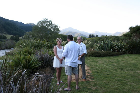 ‪‪Owen River Lodge‬:                                     Vows by the Owen River