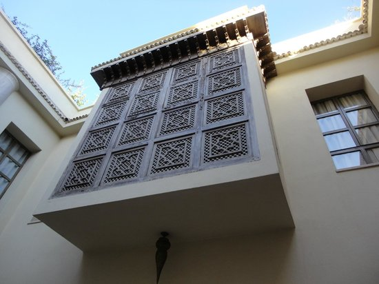 Riad Joya: The beautifully designed window of Dar Arabe room - looking up from the courtyard