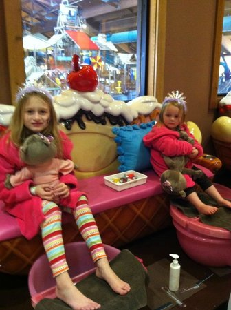 Great Wolf Lodge:                                     Girls at Spa overlooking Waterpark in background