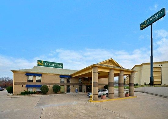 Quality Inn Texarkana: exterior