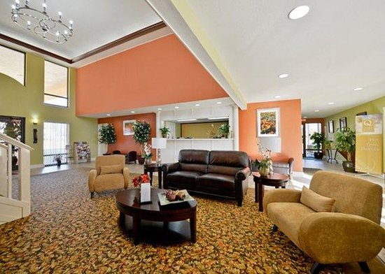 Luxury Inn and Suites: lobby