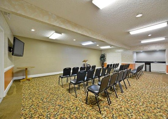 Quality Inn Texarkana: conference room
