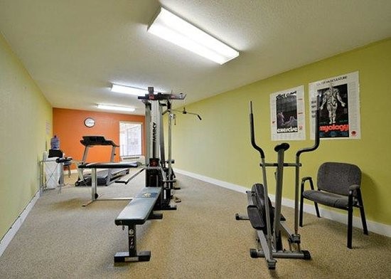 Luxury Inn and Suites: exercise room