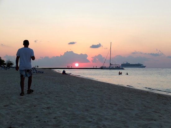 Melia Vacation Club Cozumel, All inclusive & Golf:                                     Sunset over the pier