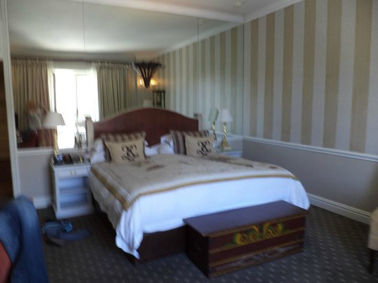 Cape Grace: Gorgeous room