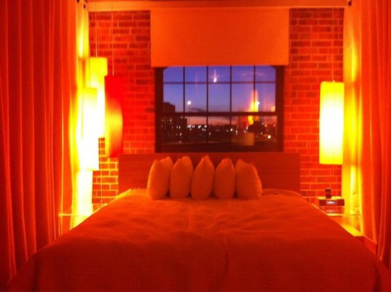 NYLO Dallas Las Colinas:                   King Bedroom - Night