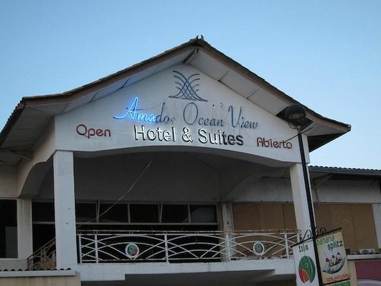 Amador Ocean View Hotel & Suites: Neon sign view