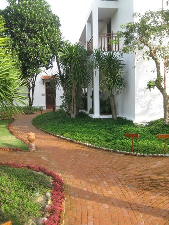 Hoi An Silk Marina Resort & Spa:                   Back of villas