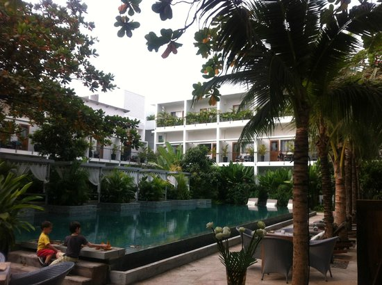 The Plantation Urban Resort and Spa:                   Main Pool from the breakfast restaurant