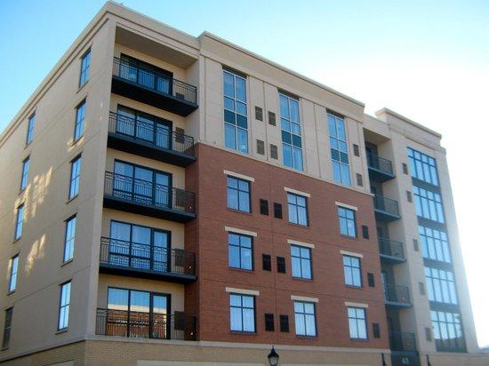 Hilton Asheville Biltmore Park: Exterior of hotel