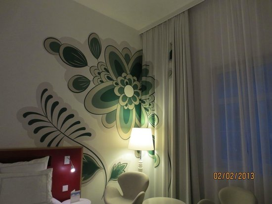 Swissotel Dresden:                                     Nice room decor