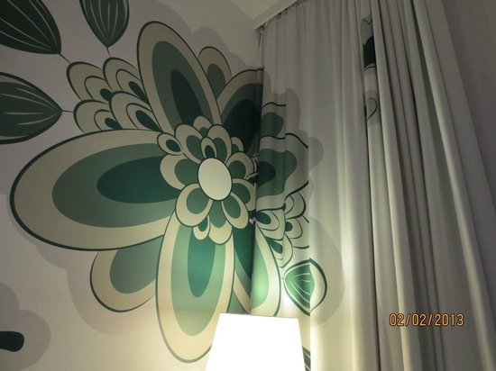 Swissotel Dresden:                                     well co-ordinated wall design and curtain