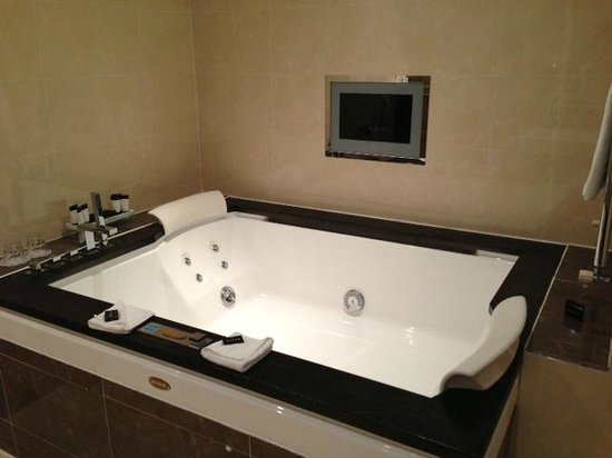 The Fairview:                   Jacuzzi tub